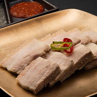珍しい逸品から定番料理まで◎お酒に合う本格韓国居酒屋料理