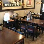 北陸 集らく - 店内テーブル席