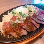 135467320 - ■国産イチボの鉄板焼きローストビーフ丼¥1,000税込