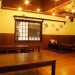 御酒処 まいど屋 - 6名×2テーブル。4名×1テーブル。最大20名様までOKの2階のお座敷。ゆったりとくつろげます。