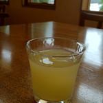 カフェ ド マンマ - 食前のグレープフルーツジュース