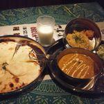 夢彩 - 豆カレーとチーズナン