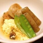 味享 - 炊き合わせ  石川芋、管牛蒡、絹さや、鱧の卵の卵とじ 松茸入り