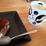 ピザハウス ツクルヨ - デザートのティラミスとコーヒー