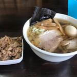 太麺屋 - 小盛り太麺あぶらっぽく650円+半熟味玉100円+ほぐしチャーシュー100円