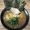 武道家 龍 - 料理写真:ラーメン(700円)と海苔マシ(100円)