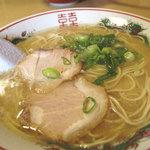 白龍食堂 - 2012年5月に那珂川にオープンした食堂です。ラーメンは単品で390円。