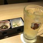 生 本まぐろ 一心 - ブラックニッカハイボールレモン抜き(450円)