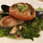 サプライ - 鮭のサルシッチャ ムール貝とモロヘイヤのスープ