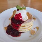 Sapporo Pancake&Parfait Last MINT - チーズクリームと自家製ミックスベリーソースのパンケーキ