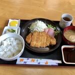 お食事処 司 - 料理写真:トンカツ定食 850円