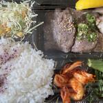 松阪牛たんど - 持ち帰りの弁当 たん&鶏焼き 880円税込