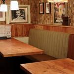 イタリア食堂MARU。 - 2階のテーブル席
