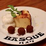 イタリア食堂MARU。 - バスクチーズケーキ