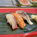 立喰 さくら寿司 - かんぱち、トロサーモン、〆サバ