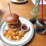 Burger Stand Tender - ベーコンチーズバーガー & フレンチフライセット