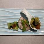 135527742 - ・前菜3種盛り合わせ                       ※アボカドとトマトとピータンの冷菜、アイスバイン、胡瓜の冷菜