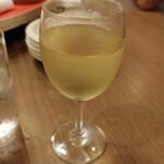 華龍閣 - グラスワイン白 500円 甘めな味わい
