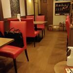 華龍閣 - 店内 1階テーブル席