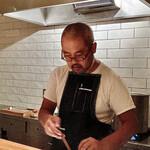 135543415 - 孤高のフレンチ料理人、岸本シェフ。                       丸メガネが可愛い♫
