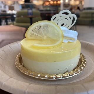 ビバリーヒルズ・ブランジェリー - 料理写真:レモンとマスカルポーネのケーキ