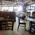 13555240 - この店はコーヒーの専門店なんで店内にはコーヒーを美味しくいただく為の道具やコーヒー豆がたくさん売られています