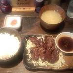炭焼酒家本郷 - ハラミ定食