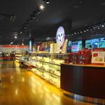 播磨屋本店 - 購買コーナーとカフェコーナーがあります