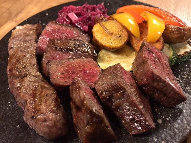 炭火焼赤身肉とクラフトビール ヴァベーネ 吉祥寺店の料理の写真