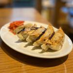 大衆餃子酒場 ノボル - 肉汁焼き餃子