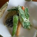 そば園 佐竹 - 山春菊、ししとう、カボチャ、茄子、人参、じゃが芋、オクラ