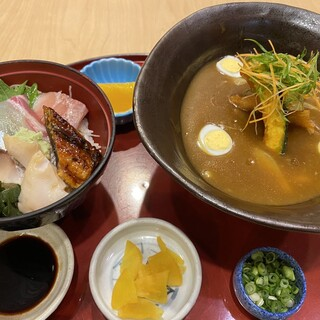 「海鮮丼」が人気!丼がついた<おすすめセット>を多数ご用意。