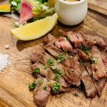 肉バルガッチャ - 牛タンステーキ