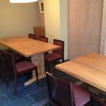 日本料理 和敬 - シンプルなテーブル席は個室としても仕切が可能