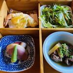 雪月花 - 鴨に赤こんにゃく  筋と大根の煮物   天ぷら  サラダ