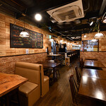 BEEF UP TOKYO charcoal grill & bar - 店内全景