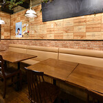 BEEF UP TOKYO charcoal grill & bar - テーブル