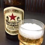 こうや麺房 - 誘惑に負けてビール飲んじゃいました 赤星中瓶とは嬉しいな