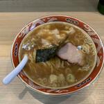 支那ソバ すずき - 料理写真:ワンタン麺(3個)¥830