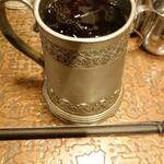 モントレー - なんだろう、鋳物かなあ。アルミではなさそうなカップ。