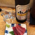 立飲み たきおか - ビール(大瓶)+まぐろ