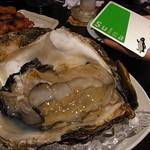 魚の家 - 巨大岩牡蠣
