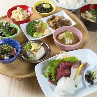 お昼限定!圧巻の定食!すべて手作りお惣菜!1500円(税別)