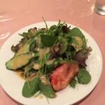 味のレストラン えびすや - オリジナルドレシングのかかったサラダ