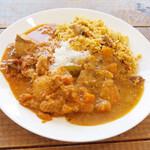 Venu's South Indian Dining - ランチビュッフェ(1100円) この日はチキンビリヤニ、ミーンコランブ、ミックスベジペラタル、サンバル