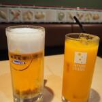 石松餃子 - ビールとみかんジュース