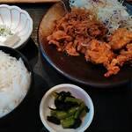 旬鮮だいにんぐ 天狗 - 日替わり 唐揚げと生姜焼きのセット