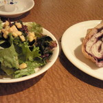カプリチョーザ - サラダとパン