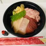 目利きの銀次 - 「鮪三種丼」500円税込み