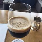マリンブルー - アイスコーヒーをワイングラスというのがオシャレ‼️